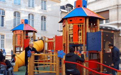 L'aire de jeux inclusive à l'hôpital Necker-Enfants malades un an plus tard